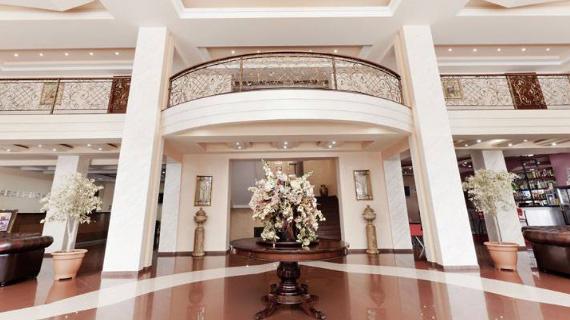 lobby de dilijan resort en el tour en armenia