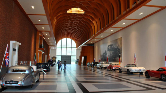 tour en holanda museo de coches retro